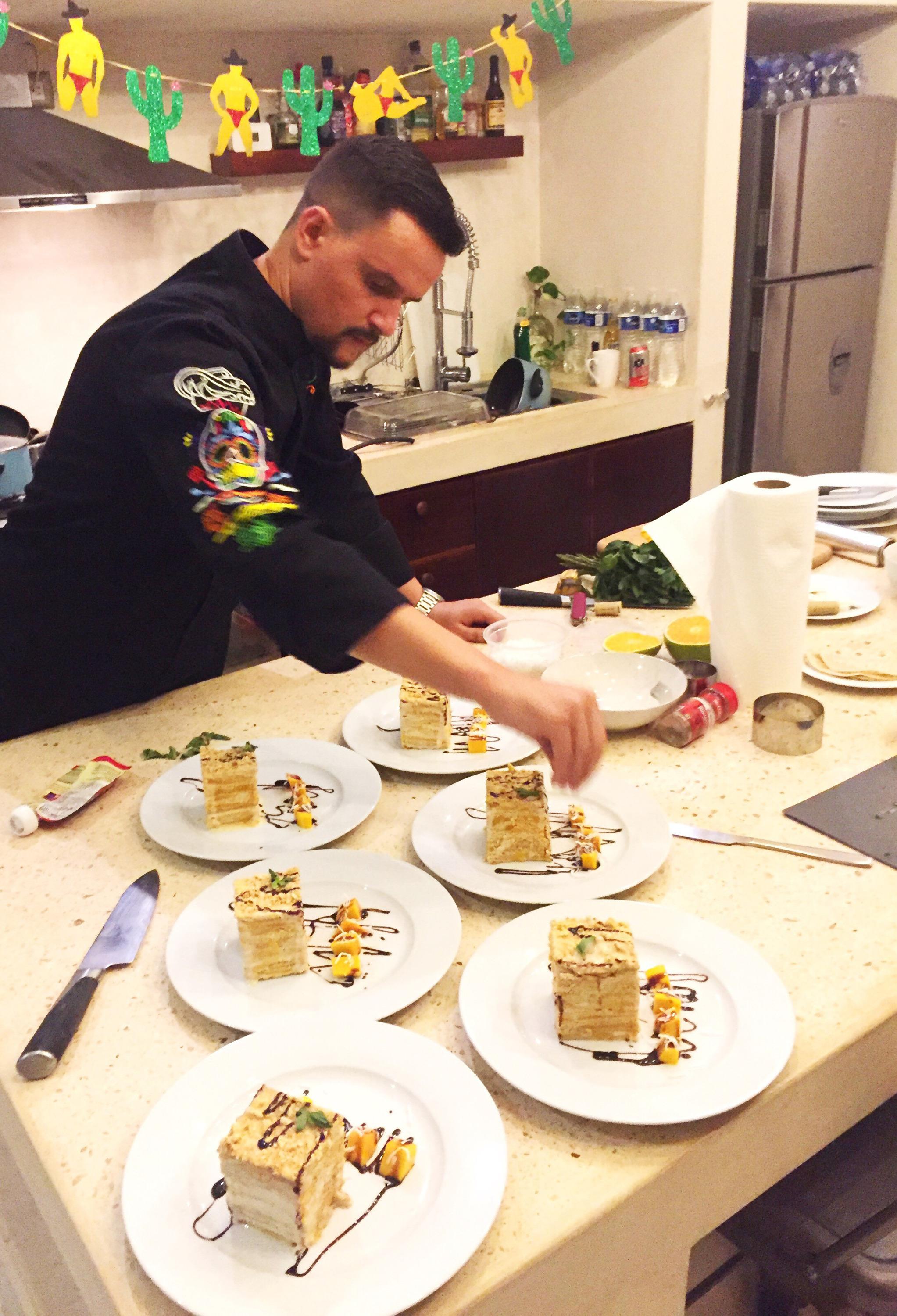 Сейчас прайвет-шеф кормит завтраками-обедами-ужинами американцев, канадцев, русскую пару из Лондона и пару поляков из Швейцарии, которые живут в Мексике на вилле