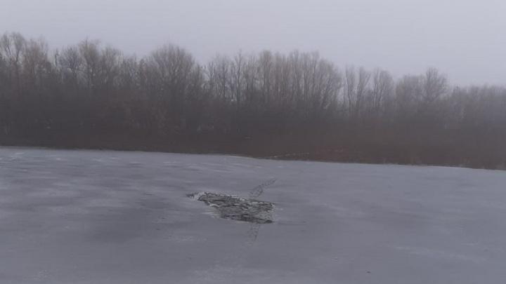 Мужчина бросился на помощь и сам оказался в воде: под Калачом школьники провалились под лед, один погиб