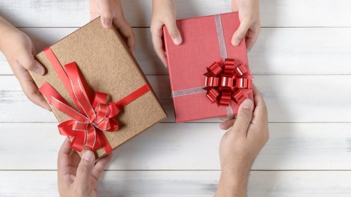 Более 60% женщин будут передаривать подарки, полученные на 8 Марта