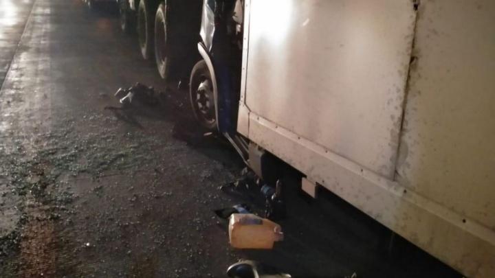 На трассе под Волгоградом столкнулись три грузовика: есть пострадавшие