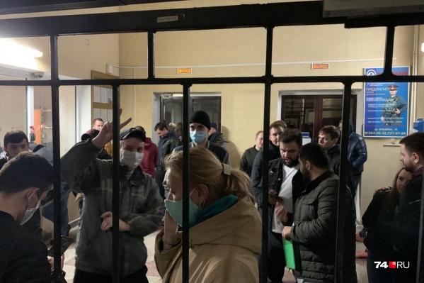 Людей задержали возле памятника Курчатову