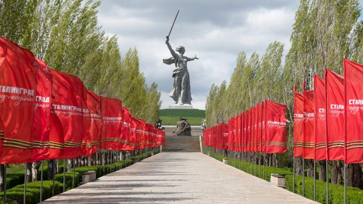 Волгоград украсили к Дню Победы: фоторепортаж