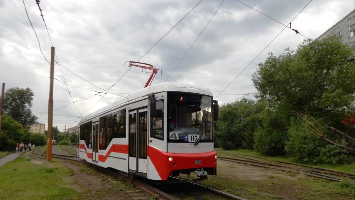 До конца года в Омске появятся 24 новых трамвая: как они выглядят снаружи и внутри
