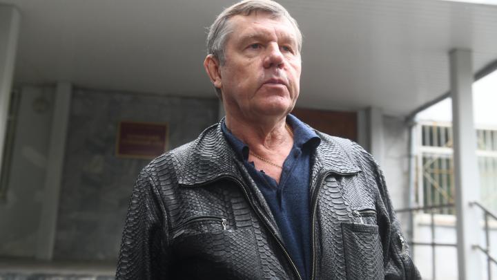 «Я живу скромно»: шансонье Александр Новиков — о своих доходах, протестах в Хабаровске и отце Сергии
