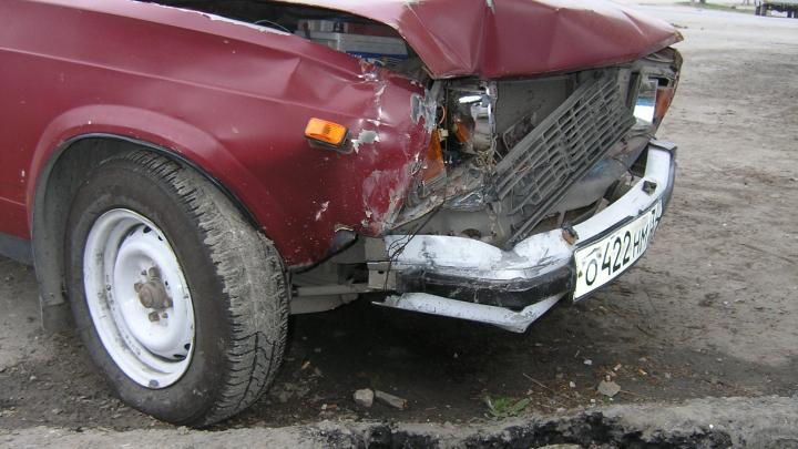 На севере Волгограда «Жигули» сбили двух школьников