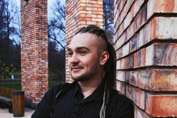 Максим рассказал, что учился в филиале САФУ в Коряжме, но на первом курсе решил забрать документы и уехал учиться в Москву