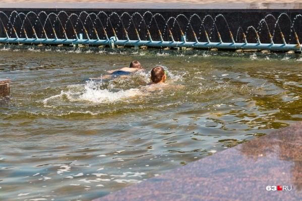 Перенести жаркую погоду без последствий для здоровья проще всего у воды