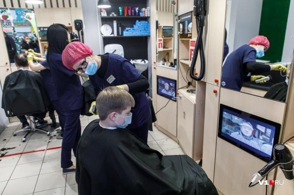 Проверяющим не понравилось соблюдение мер в парикмахерской