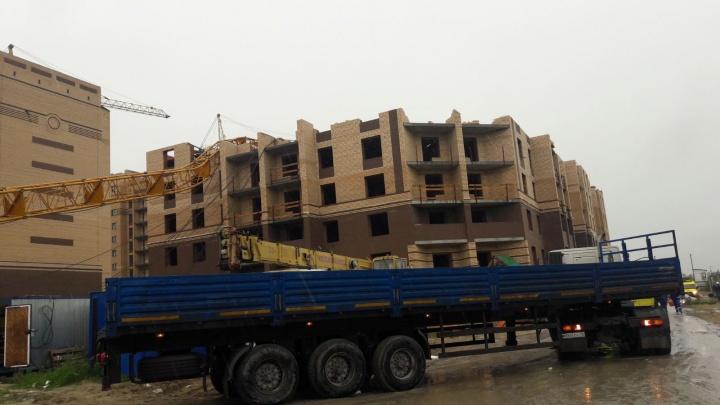 Один — в операционной, второй — в реанимации: состояние пострадавших на стройке в Тюмени