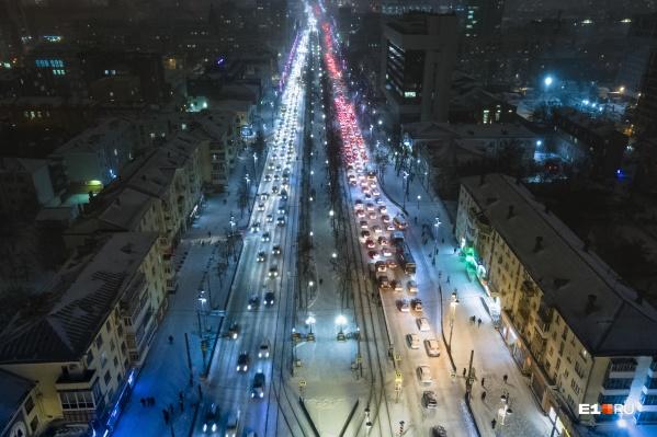 Город не справился с первым серьезным снегопадом