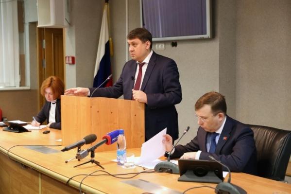 Ринат Ахметчин (в центре) работал мэром с 2017 года, до этого трудился в структурах «Норникеля»