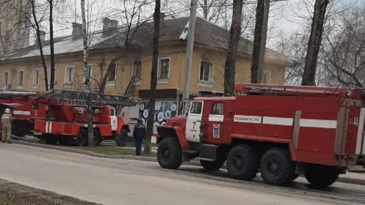 Выносили на носилках: в Перми на пожаре спасли двух женщин
