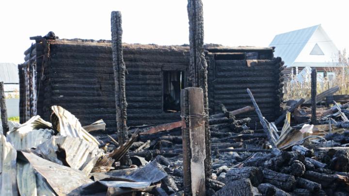 Под Кунгуром сгорела ферма местного священника. На доходы с неё он восстанавливал храмы