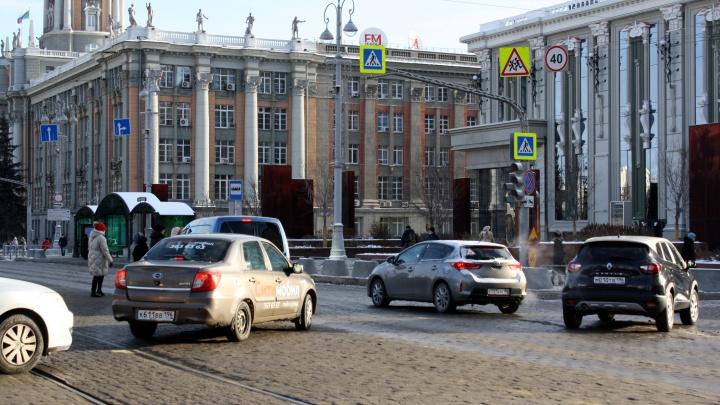 Возле мэрии и «Пассажа» установят камеры, которые будут штрафовать водителей за все подряд