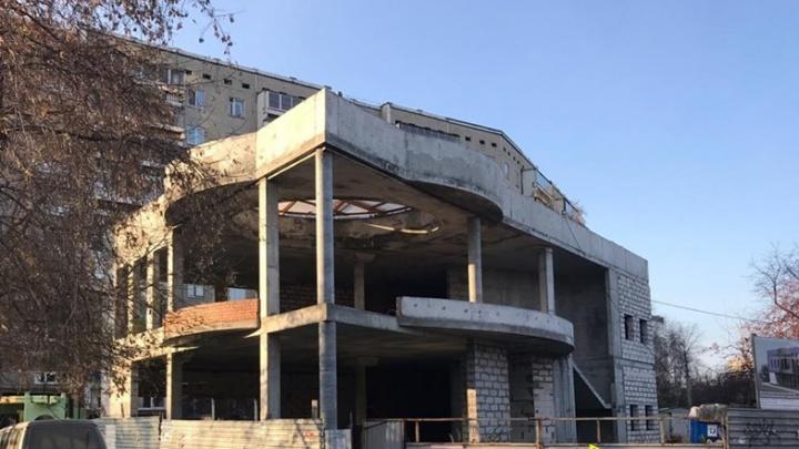Подойдет для бизнес-центра: на ЖБИ выставили на продажу недострой за 65 млн рублей