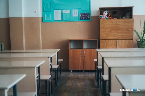 Одни школы выходят с карантина, в других находят коронавирусную инфекцию
