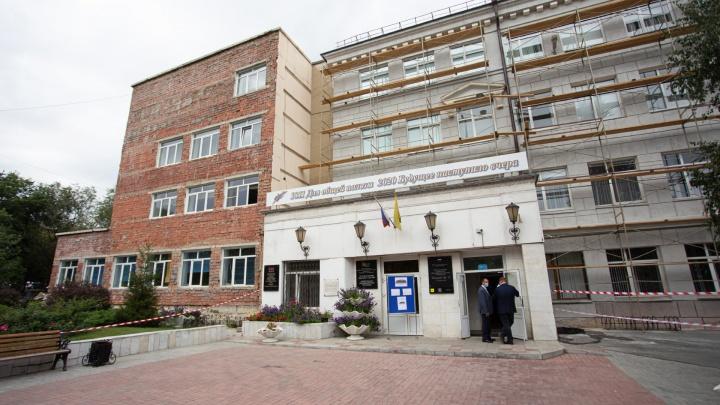 Челябинскую школьницу отчислили из элитного лицея №11, семья требует дать ребёнку доучиться