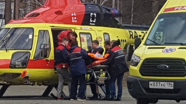 В Заречном ради спасения беременной женщины посадили вертолет на школьном стадионе