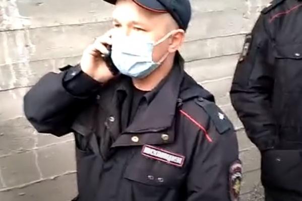 Полицейские просили вывести к ним отца Сергия
