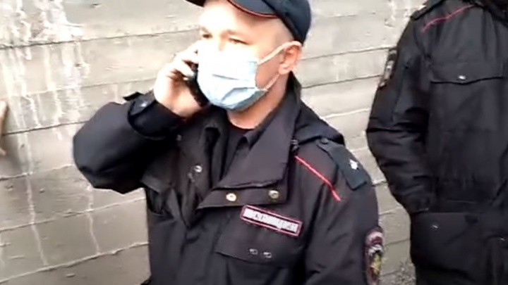 «Хотим убедиться, что он живой». К отцу Сергию в Среднеуральский монастырь нагрянули ФСБ и полиция
