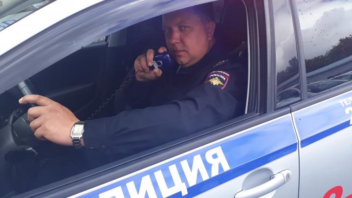 Могли начаться судороги: в Екатеринбурге инспектор ДПС помог довезти 11-месячную малышку в больницу