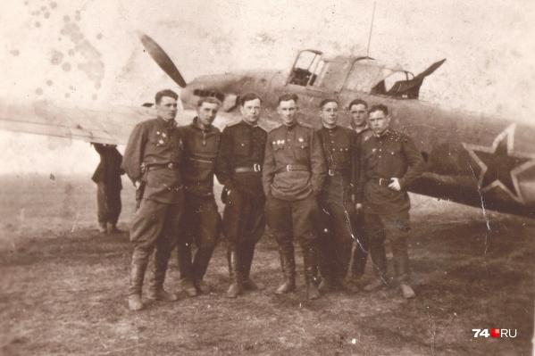 Войну Николай Стерликов начинал на По-2, совершал ночные боевые вылеты. Но затем его талант заметили руководители и предложили переучиться на штурмовик Ил-2
