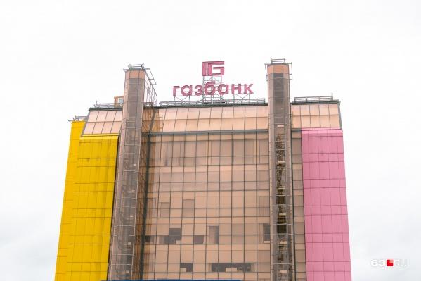 Желто-розовое здание стало одним из символов Самары