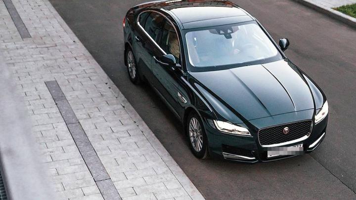 Жительница Башкирии лишилась машины Jaguar за долги