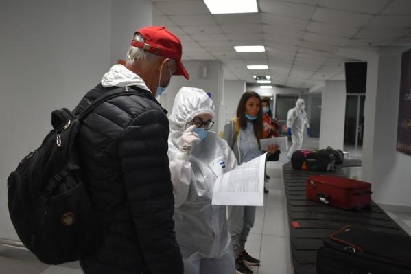 По прилете у пассажиров измерили температуру