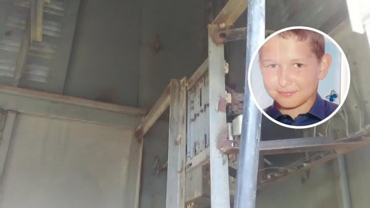 «Мы до сих пор не знаем, кто виноват»: родители — о смерти сына в трансформаторной будке в Ишиме