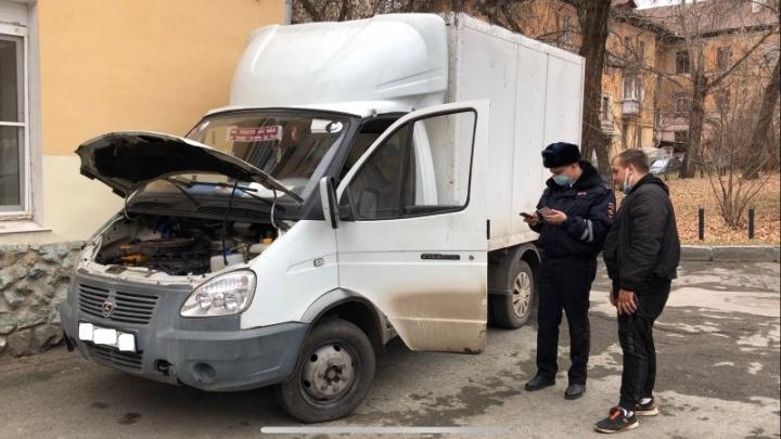 Сотрудники ГИБДД поймали водителя «газели», который катал людей на кузове машины