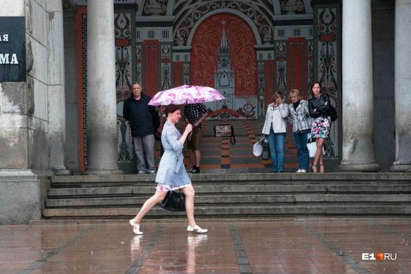 В Екатеринбурге в выходные будет дождливая и теплая погода