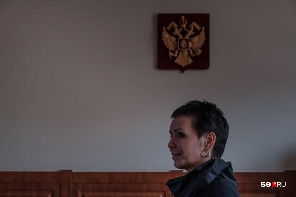 Людмила Гаджиева в своём кабинете