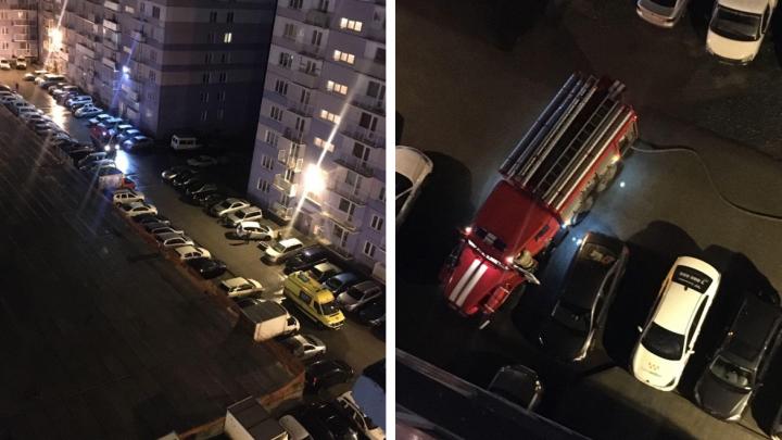 На Бронной загорелась многоэтажка — соседи отговаривали мужчину прыгать из задымлённой квартиры