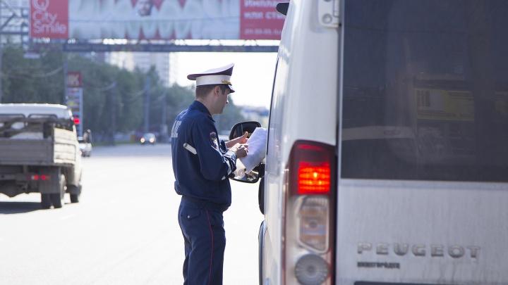 Во время массовой проверки в Челябинске ГИБДД нашла неисправности в 77 маршрутках