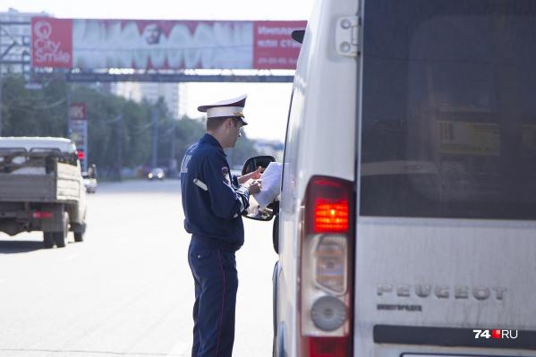 Сотрудники ГИБДД проверяли, как водители маршруток соблюдают Правила дорожного движения и легально ли они работают