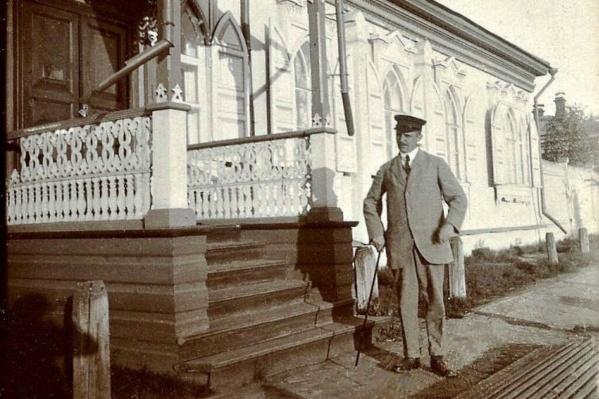 Сёрен Рандруп возле своего дома