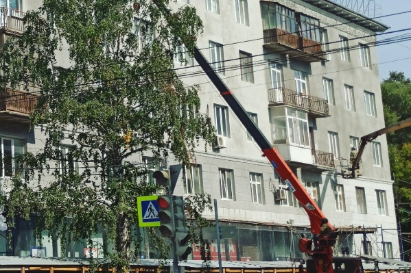 Рабочие будут чистить фасад 3 дня
