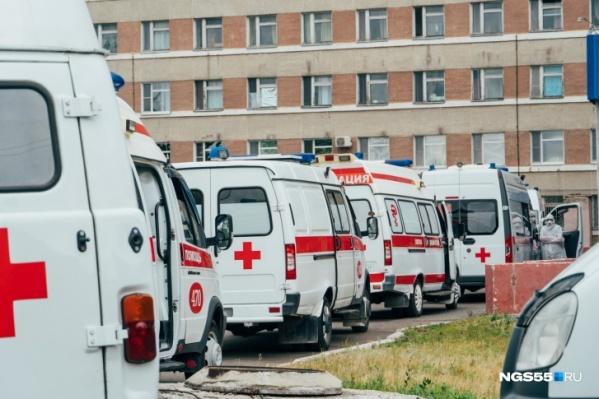 Пациентов по показаниям госпитализируют в инфекционные отделения