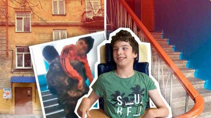 В Челябинске родители ребенка с ДЦП бьются с чиновниками за пандус в подъезде (пока безуспешно)