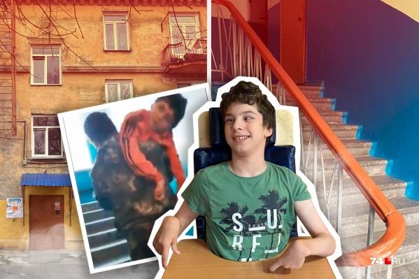 Семья с ребенком-инвалидом живет в доме без лифта