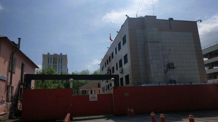 Консульство Китая в Екатеринбурге попросило выселить полицейских из их здания