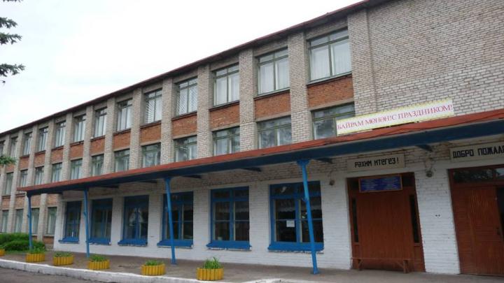 «На форму денег нет, а им линолеум подавай»: родители первоклашек в Башкирии возмутились поборами в школе