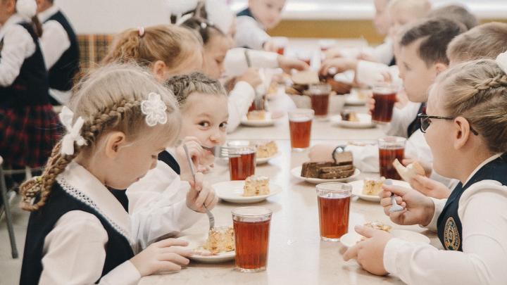 Обед получат (не) все: 10 вопросов про обязательное горячее питание для школьников