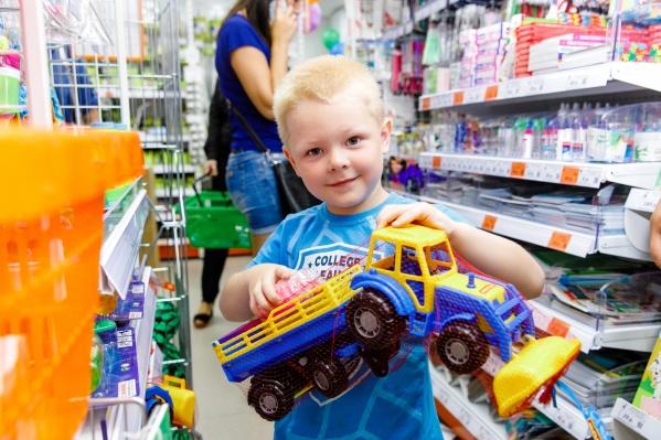 Во вторник утром, с десяти до одиннадцати, малышей ждут любые игрушки по символической цене