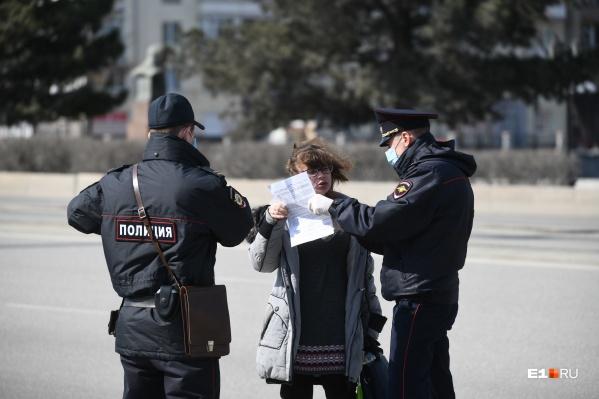 В Челябинске, чтобы обеспечить выполнение режима изоляции, в ход идут не только профилактические беседы, но и штрафы