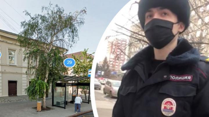 Полицейские погнались за красноярцем, который стоял без маски в нескольких метрах от остановки