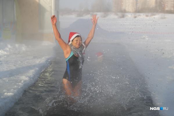 Кто-то участвовал только в забеге, кто-то — только в купании, а кто-то — и в том, и другом