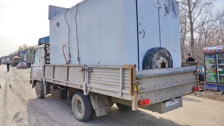 С улиц Екатеринбурга в 2020 году вывезли уже больше двух сотен нелегальных ларьков