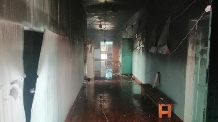 На Южном Урале из-за пожара в школе эвакуировали больше 300 человек. Коротнула интерактивная доска